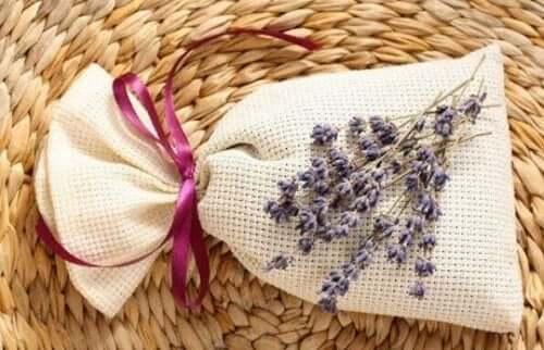 Potpourri-pusseja voi valmistaa laventelista