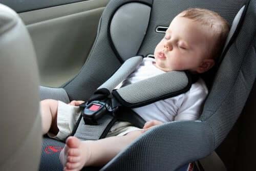 Matkustaminen vauvan kanssa omalla autolla on helpoin matkustustapa