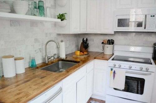 Keittiö on yksi niistä kodin tiloista, jonka puhtaanapito vie eniten aikaa ja vaivaa