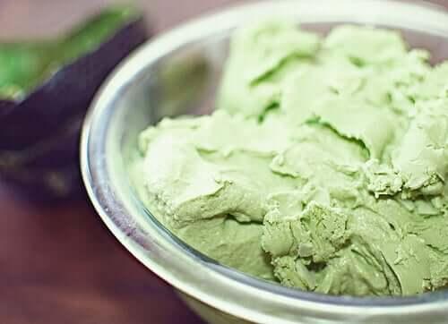 Avokadosta voi valmistaa jäätelöä