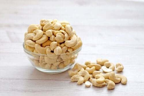Cashew-pähkinöistä valmistuu terveellisiä kasvipohjaisia kermoja
