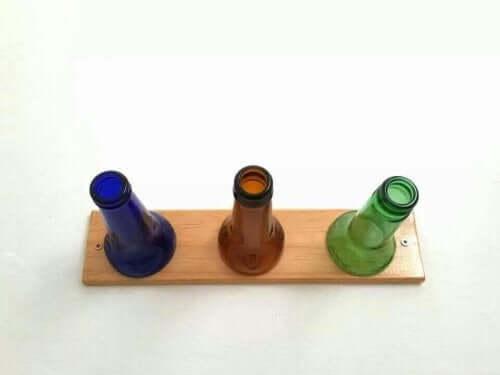 hattutelineen teko pulloista