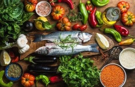 Välimeren ruokavalion noudattaminen perustuu kalan, kasvisten ja palkokasvien syömiseen