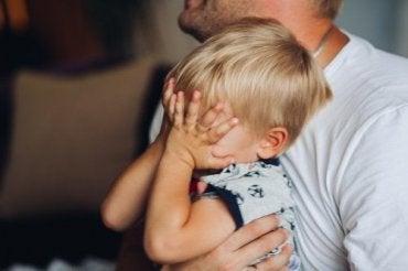 Kuinka auttaa lasta pääsemään yli lemmikin kuolemasta?