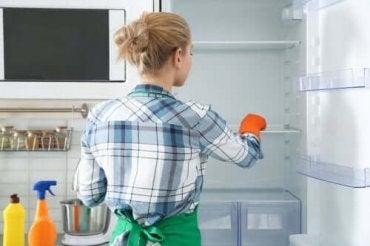 Ympäristöystävällisiä tapoja puhdistaa jääkaappi