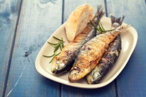 Välimeren ruokavalion noudattaminen on hyvä keino lisätä kalan syöntiä