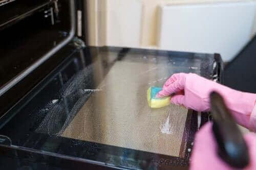 Uuninpuhdistusmenetelmiä: viisi vinkkiä kokeiltavaksi