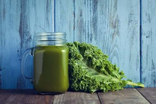 Lehtikaali-pinaattikeitto: oikea vitamiinipommi