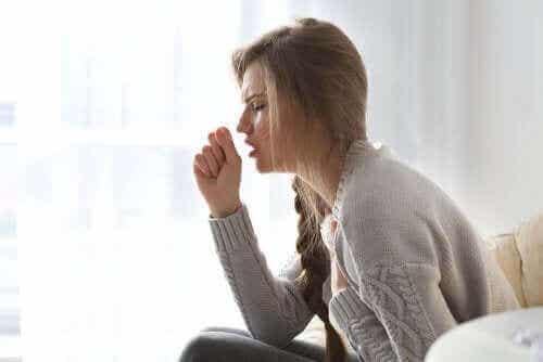 Primaarinen ja sekundaarinen yskäpäänsärky