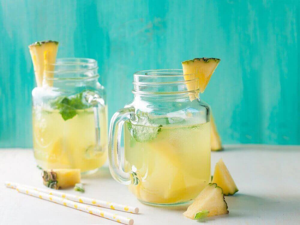 Ananasveden hyödyt terveydelle: kannattaa kokeilla.