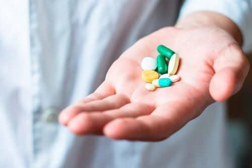 Antibiootit ovat yksi emättimen hiivatulehdusten aiheuttajista.
