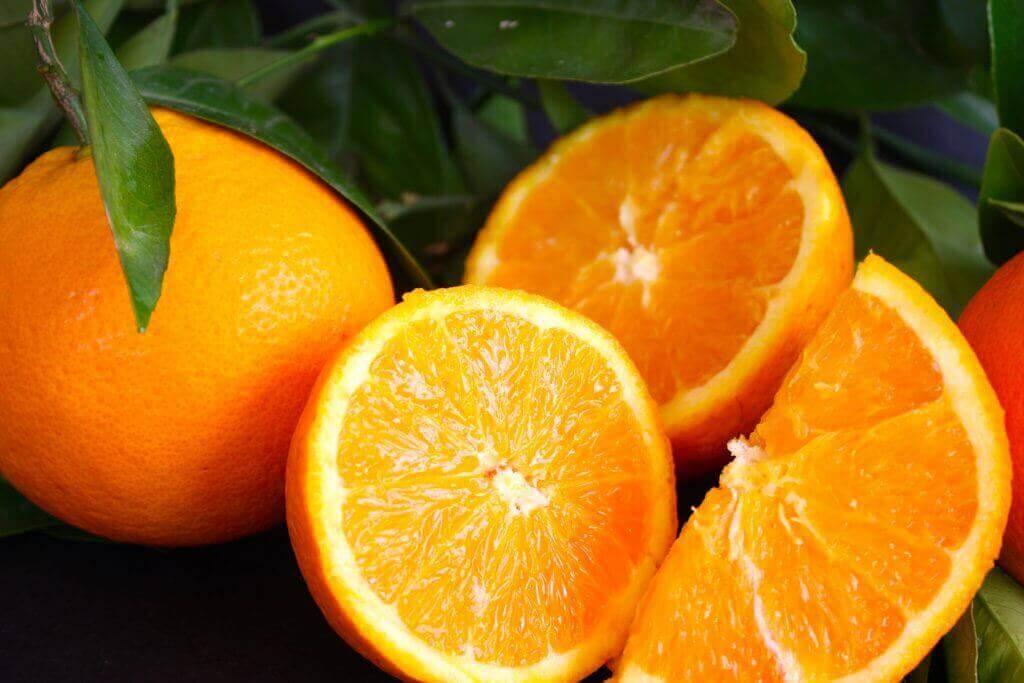 Appelsiinissa on kalsiumia.