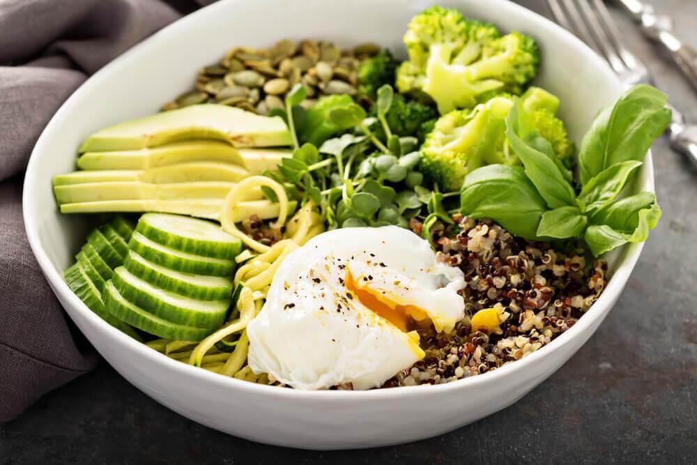 Avokadosta voi valmistaa terveellisiä aterioita unettomuuteen