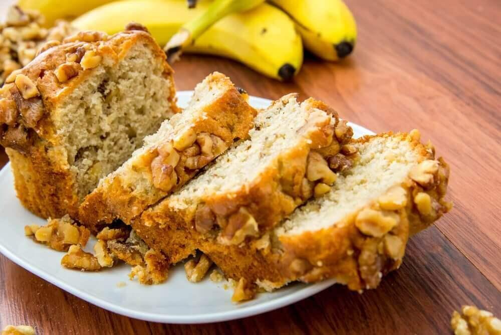 Sokeriton banaani-pähkinäkakku sopii diabeetikoille