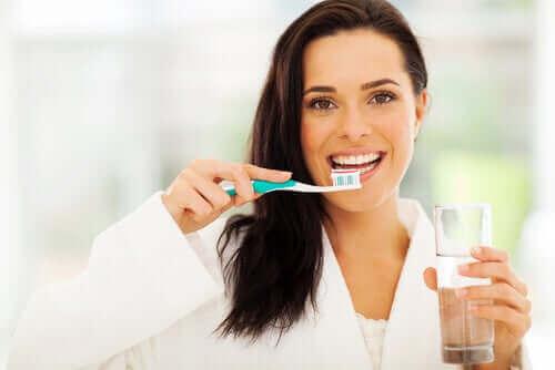 Ehkäise hammaskaries harjaamalla hampaat hyvin.