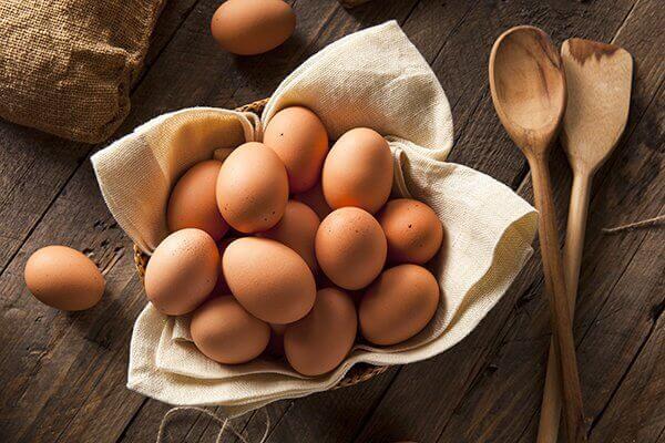 Kananmunat hiustenhoidossa.