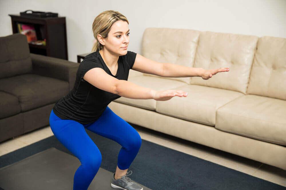 Kyykyt ovat hyviä harjoituksia jalkalihasten kasvattamiseen