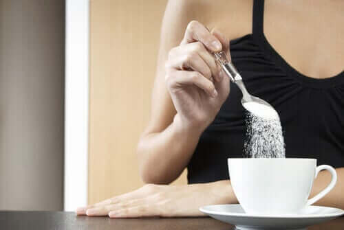 Sokeria kahviin.