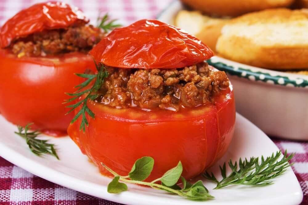 Erilaiset täytetyt tomaatit ovat diabeetikoille sopivia reseptejä