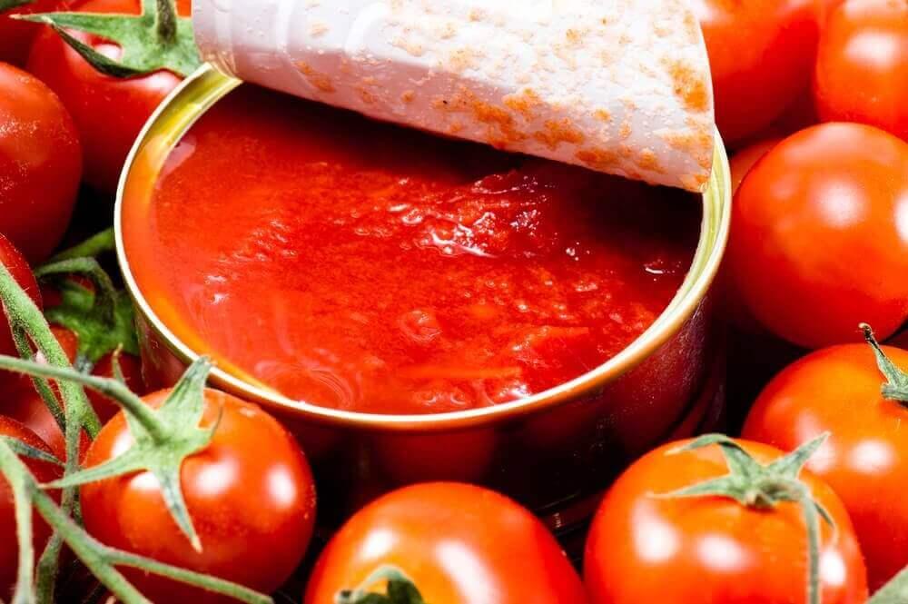 Kaupan tomaattisäilyke.