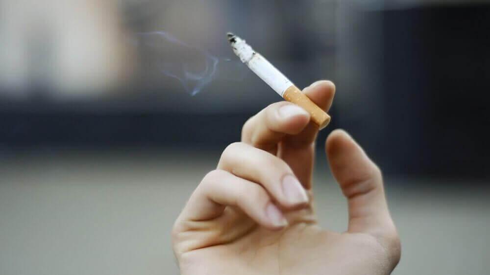 Vaaralliset tuotteet: tupakka.