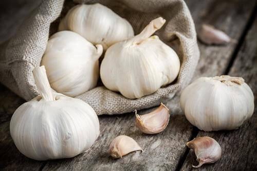 Valkosipulin syöminen päivittäin on keino hoitaa selluliittia