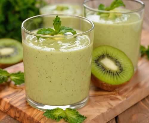 Vihreät smoothiet auttavat puhdistamaan elimistöä epäpuhtauksista ja toksiineista