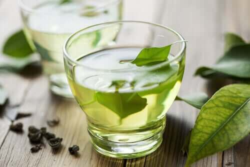 Luonnollista helpotusta ruoansulatukseen vihreästä teestä.