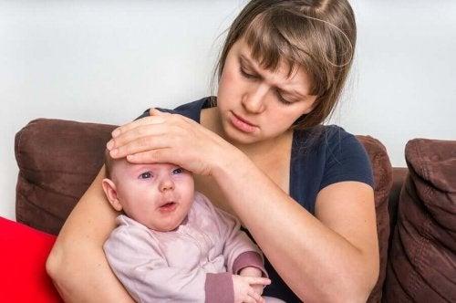 Vauvan suolistotulehdus voi aiheuttaa kuumetta