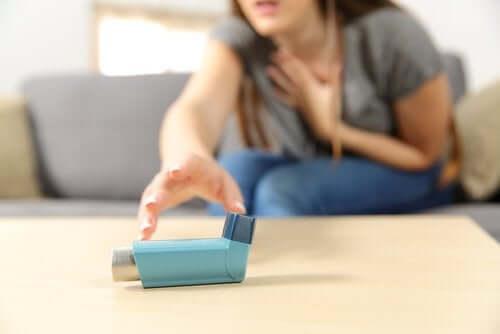 Akuutti vaikea astma: oireet ja hoito