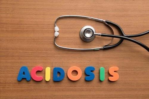 Munuaisten hyperkloreeminen asidoosi: syyt, oireet ja hoito