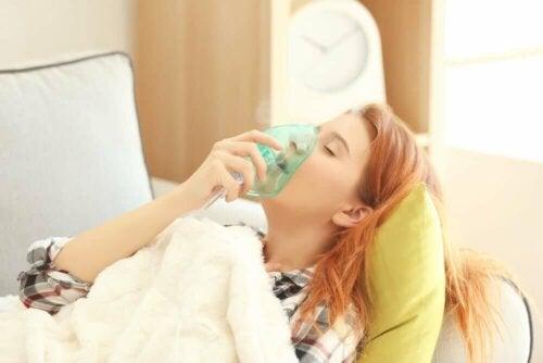Akuutti vaikea astma on erittäin yleinen syy kiireellisiin lääkärikäynteihin ja sairaalan ensiavussa vierailuun erityisesti nuorten ja nuorten aikuisten keskuudessa