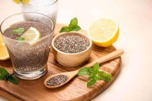 Siemenet, kuten chia-siemenet, ovat omega-3-rasvahappojen kasviperäisiä lähteitä
