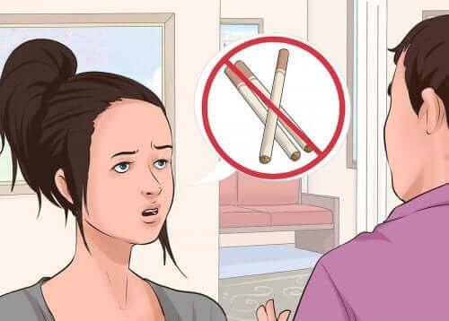 Nainen ei halua polttaa.