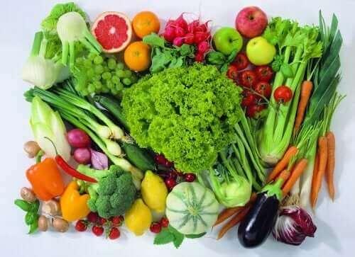 Hedelmät ja vihannekset ovat hyviä ruokia vegaaniurheilijoille