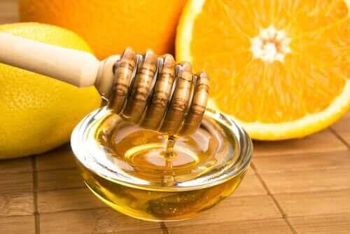 Hunajaa ja appelsiinia.