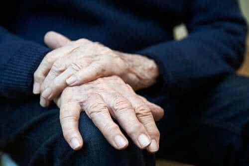 Essentiaalinen vapina: oireet, aiheuttajat ja hoidot