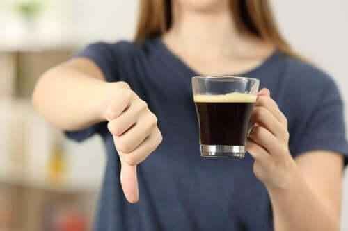 Essentiaalinen vapina on syy välttää kofeiinia