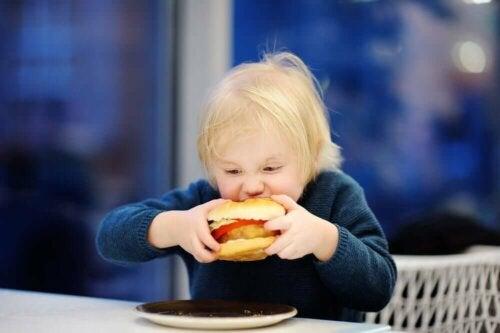 Lihavuudesta johtuvat komplikaatiot ja sairaudet voivat pahimmassa tapauksessa jopa vaarantaa lapsen terveyden