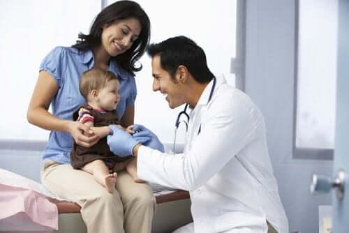 Lasten nefroottinen oireyhtymä voi esiintyä jo pienellä vauvalla.
