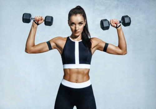 Lihasten vahvistamista tulisi ehdottomasti välttää akuutin vammautumisen tai muun loukkaantumisen jälkeen