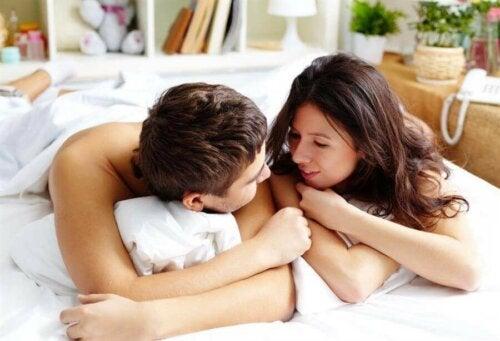 Tutkimusten mukaan auringonvalo voi lisätä seksuaalista aktiivisuutta, koska se vaikuttaa ihmisten valppauteen ja energiaan