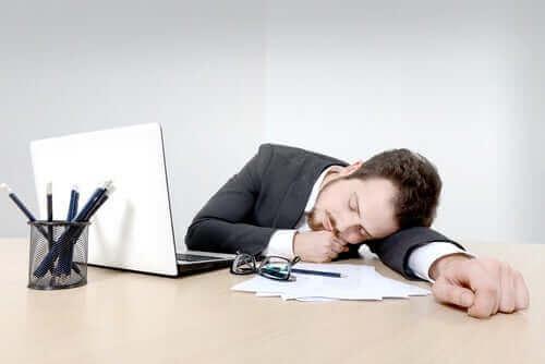 Unettomuus johtaa väsymykseen päivällä