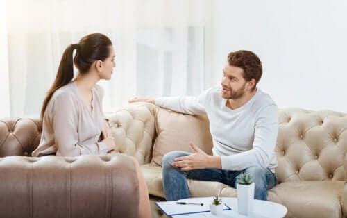 Asiat, jotka tappavat parisuhteen: kommunikoinnin puute.