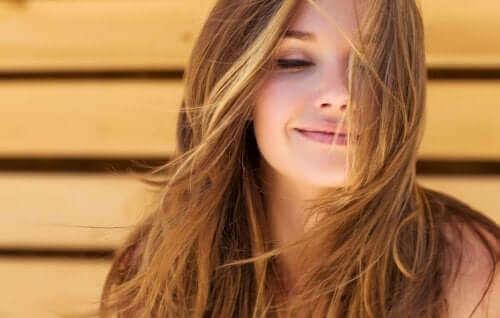 Naisen kauniit hiukset.