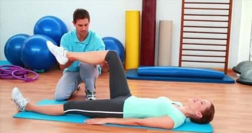 Säännölliset fyysiset aktiviteeti ovat polven tekonivelen asettamisen jälkeisen toipumisprosessin avaintekijöitä
