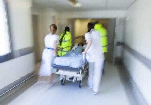 Sydämensisäisen injektion voi suorittaa vain sellainen alan ammattilainen tai lääkäri, jolla on kokemusta hätätilanteista ja hengenvaarallisessa tilassa olevan potilaan elvyyttämisestä