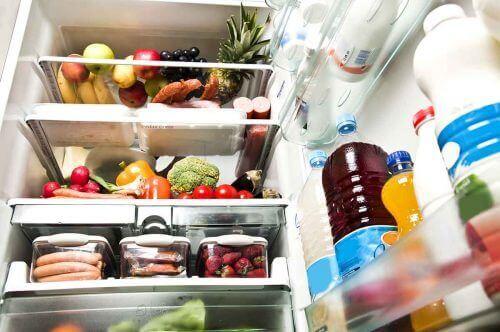Jäähdytys ja pakastus ovat kaikkein yleisimpiä menetelmiä elintarvikkeen ravintoarvon säilyttämiseksi, koska ne estävät ruoan entsymaattisia vaikutuksia ja bakteerien kasvua