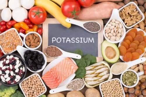 Kun kärsit kohonneesta verenpainosta ja muutat elämäntapojasi, aivan ensimmäisenä on hyvä kiinnittää huomiota omiin ruokailutottumuksiin