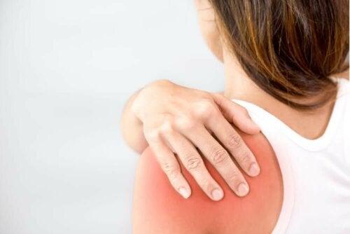 Norfloksasiinin käytön aikana joillakin potilailla voi esiintyä jännetulehduksia tai jopa jänteen repeämiä